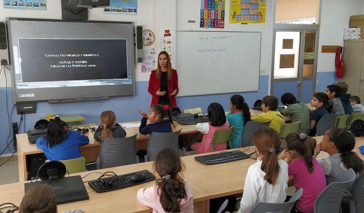 Una imagen de la charla en una de las aulas del colegio. /Jta.