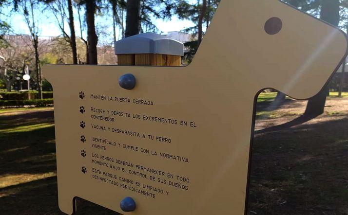 Cartel indicativo en el parque canino. /SP