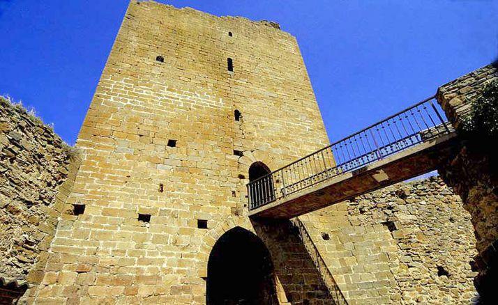 Imagen de la torre del homenaje del castillo.
