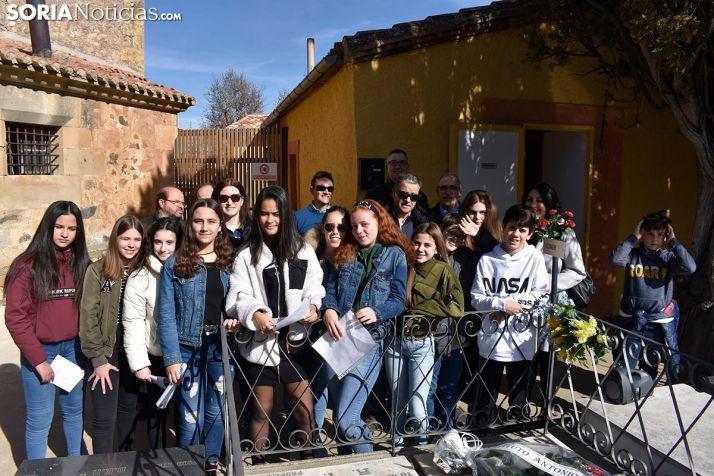 Homenaje del IES Machado al poeta en El Espino.