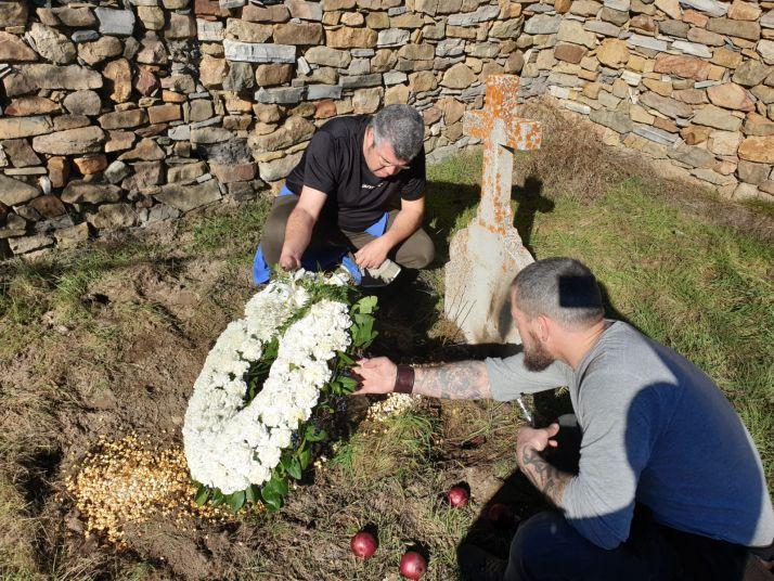 Leopoldo Bernabeu, periodista valenciano en el cementerio de Aldealcardo