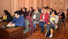 Una imagen del grupo en la visita al salón de plenos provincial. /Dip.