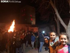 Foto 3 - El Barrio Moro de Ágreda celebra su tradicional hoguera ante la ermita