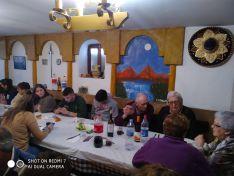 Comida vecinal en el Barrio Moro agredeño para terminar sus fiestas