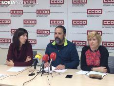 Javier Moreno, secretario de CC.OO, Rosa Lázaro, Agente de igualdad y Amor Pérez, secretaria general de la Federación de Industria