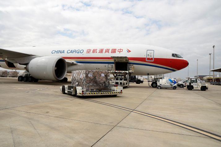 Llegada del vuelo contratado por la Junta y procedente de China.