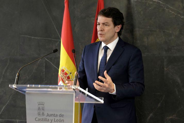 Alfonso Fernández Mañueco durante la rueda de prensa.