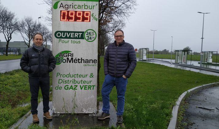 Ortiz, (izda.) en una planta de biogás del Valle del Loira (Francia).