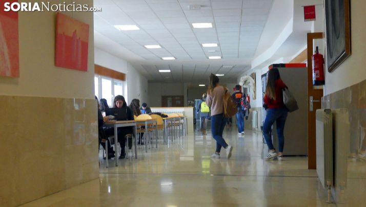 Uno de los pasillos del Campus Duques de Soria. /SN
