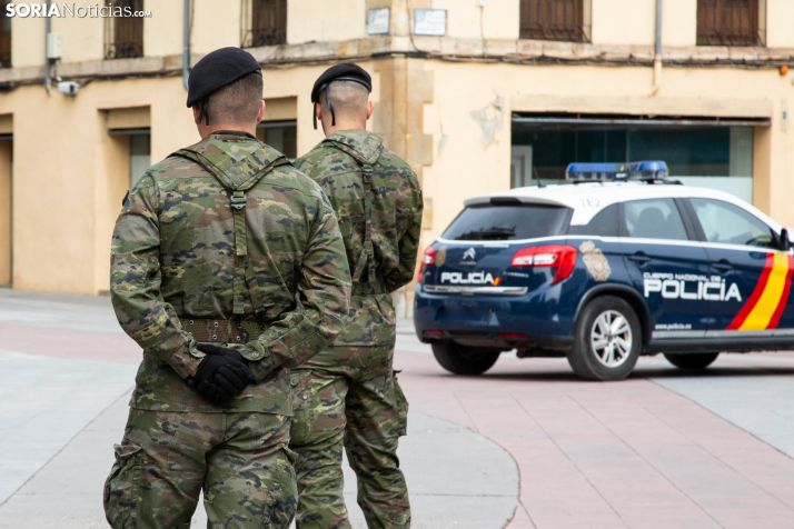 Dos soldados en el centro de la capital. /María Ferrer