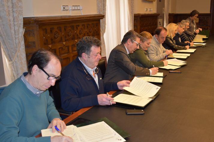 Firma del convenio Crecemos en Diputación.