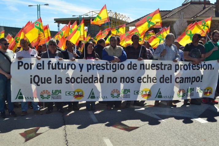 Foto 1 - GALERÍA: Masiva manifestación de agricultores y ganaderos en Soria