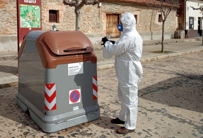 Trabajadores de la Diputación desinfectando la provincia.