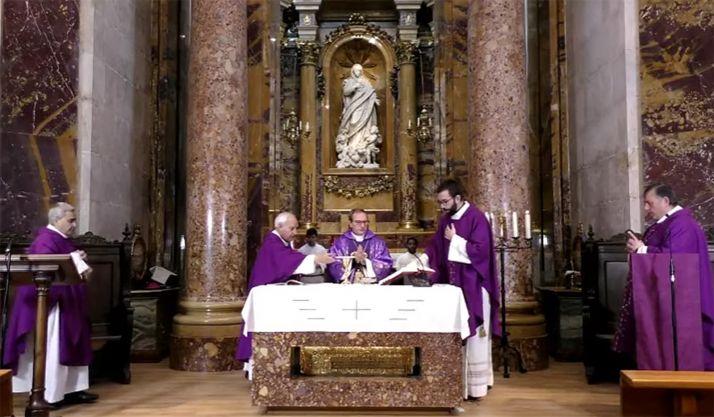 Una imagen de la eucaristía celebrada ayer en la catedral burgense. /DOS
