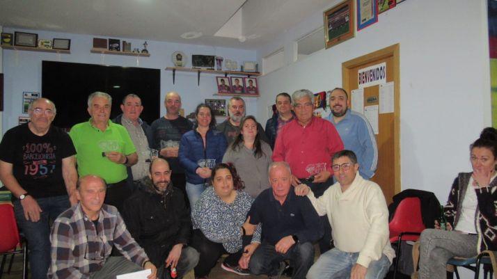 Foto 2 - Adolfo Marina y Ángel  Salvador ganan el guiñote de la Peña Barcelonista