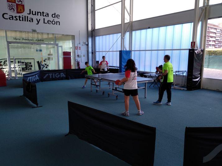 Foto 2 - El tenis de mesa soriano viaja a Palencia e inicia los juegos escolares en la provincia