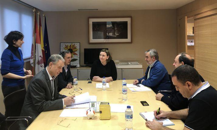Imagen de la reunión mantenida con la Federación de Asociaciones de Personas Sordas de Castilla y León (FAPSCL). /Jta.
