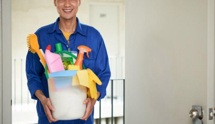 Foto 1 - FOES recuerda al personal de la limpieza que extreme su labor en portales y elementos comunes de viviendas