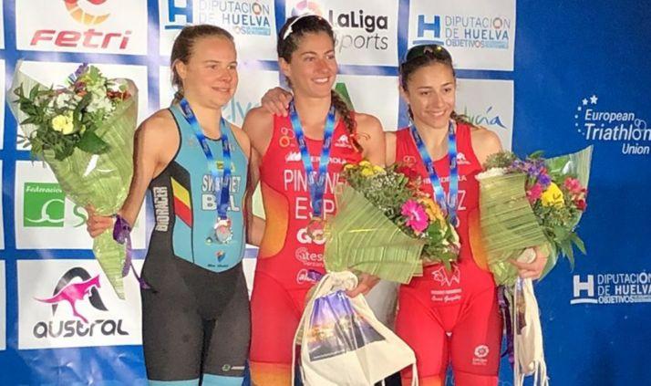 Marina Muñoz, (dcha.) en el podio.