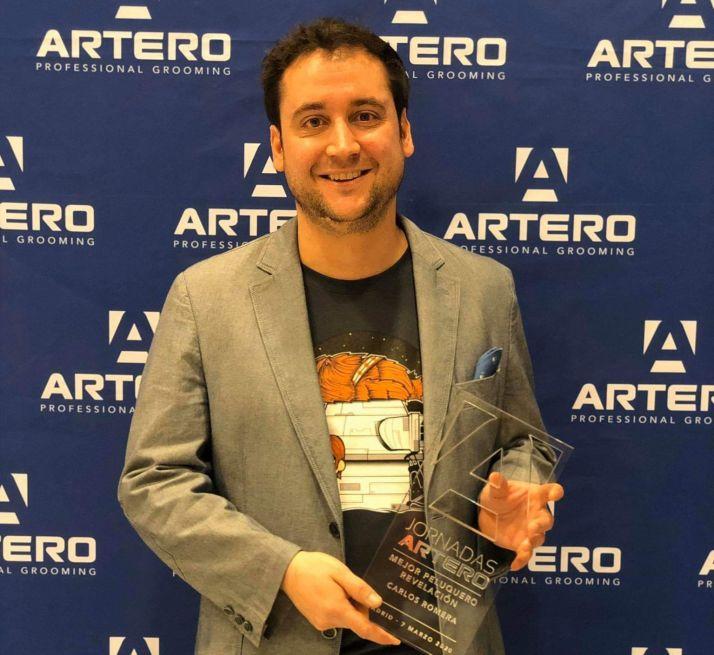Carlos Romera recibe el reconocimiento.