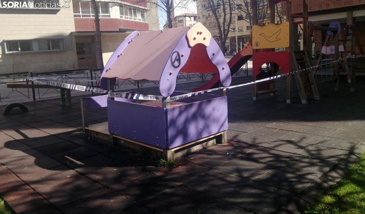 Un parque infantil de la capital cerrado, en una imagen de este sábado. /SN