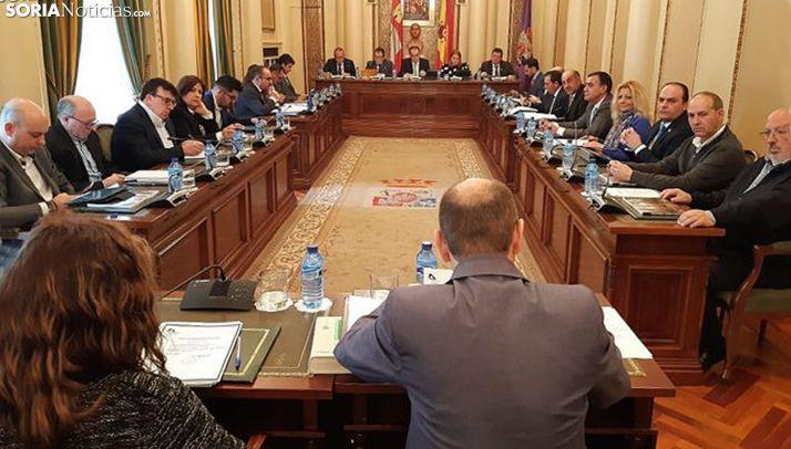 Una imagen del pleno de la Diputación este jueves. /SN
