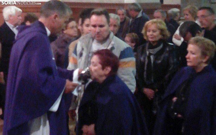 Veneración de las Santas Espinas en Ágreda, en el día de Martes Santo. /SN