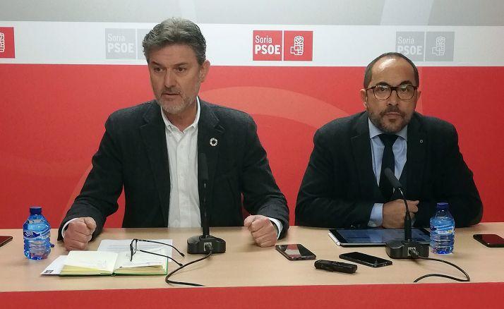 Vázquez (izda.) y Rey este lunes en rueda de prensa. /