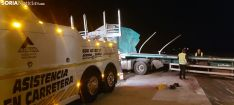 Imagen de las tareas de retirada del camión. /SN
