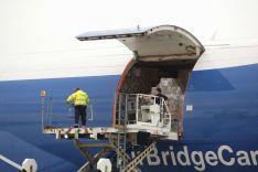 Foto 3 - CyL recibe el mayor cargamento de material de protección, 675 metros cúbicos, en un Boeing 747, procedente de Shanghai