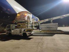 CyL recibe 4 vuelos con 2.6 millones de artículos para EPIs