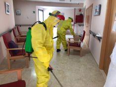 Foto 6 - Fotos: La UME desinfecta la residencia de Matamala de Almazán