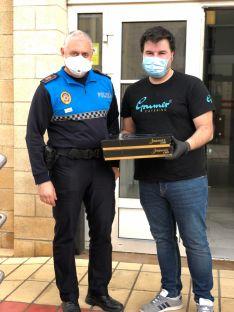 Foto 3 - Grumer reparte 1.300 torrijas a los sanitarios y fuerzas de seguridad