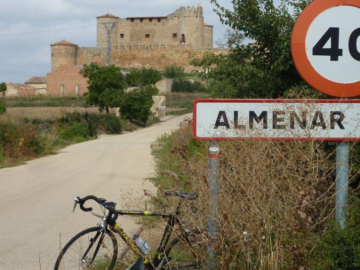 Entrada a Almenar. /José Miguel Roy