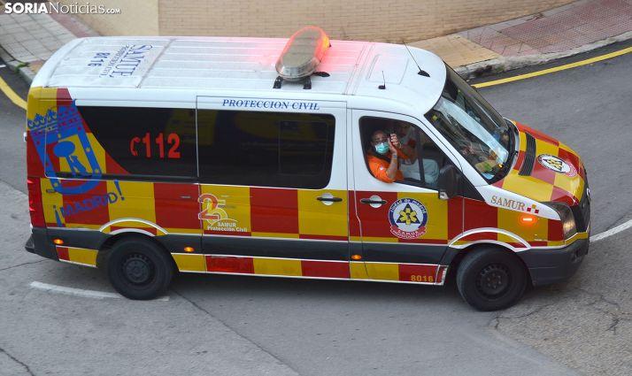 Una ambulancia del SAMUR en el recorrido de las ocho de la tarde en la capital soriana. /SN