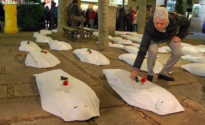 Un acto de homenaje en la capital a mujeres asesinadas. /SN