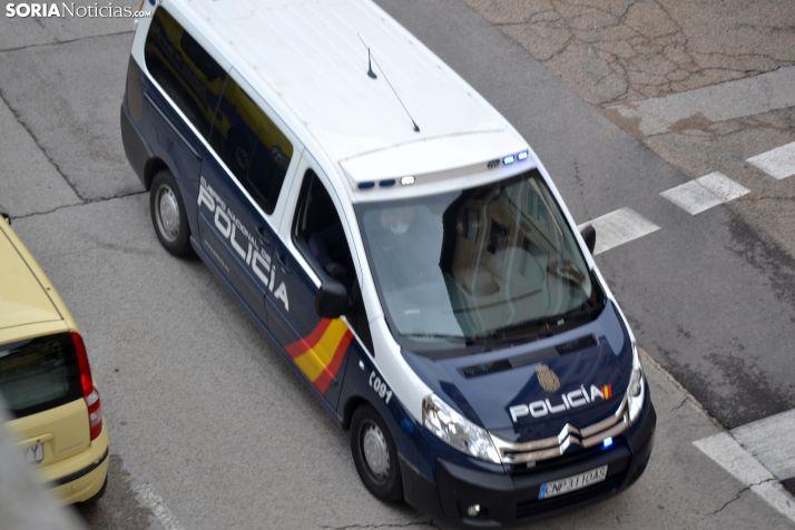 Un vehículo del CNP en una calle de Soria. /SN