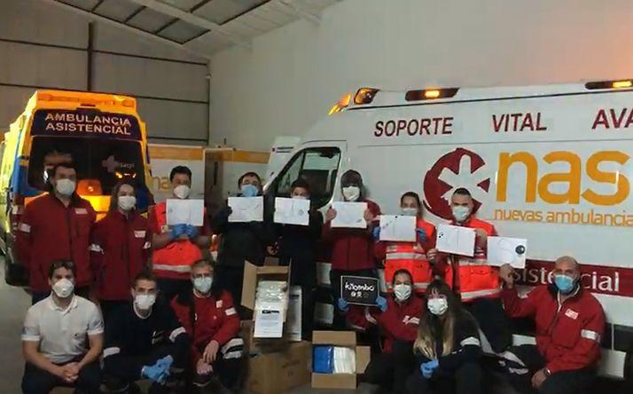 Foto 1 - Batucada Kilombó apoya al personal de ambulancias y Emergencias