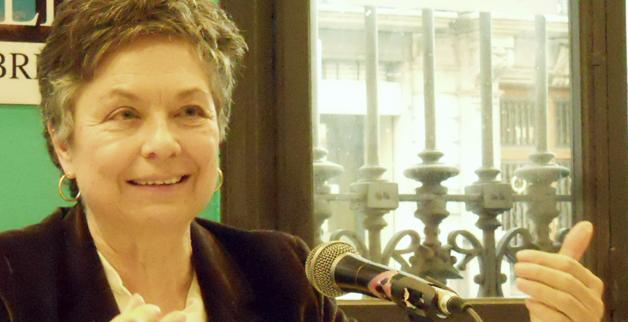 Marina Subirats durante una conferencia.