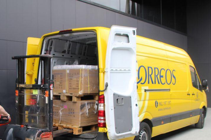 Correos reparte cerca de un millón de mascarillas a transportistas de toda España