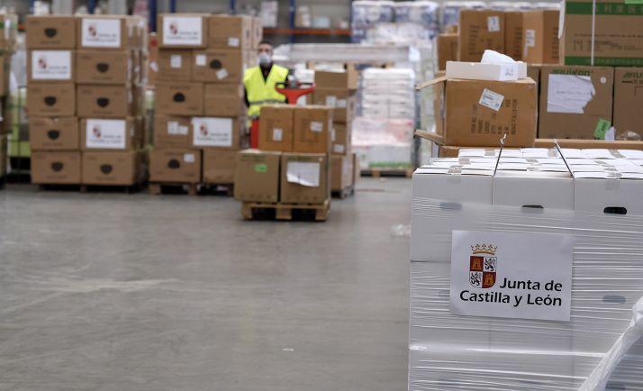 Una imagen del centro logístico desde donde se distribuye el material. /Jta.