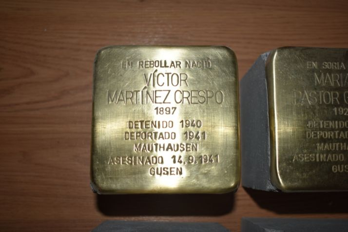 Detalle del stolpersteine de Víctor Martínez.
