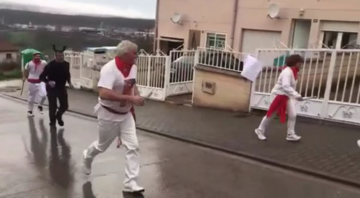 """Foto 1 - La intrahistoria del vídeo: Unos vecinos """"poco listos"""", un pueblo indignado y multas de hasta 600.000€"""