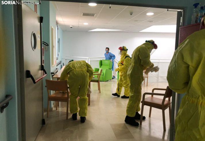 La UME desinfecta una residencia de la provincia.