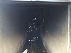 Foto 3 - Un incendio quema una nave de cerdos en Morón de Almazán