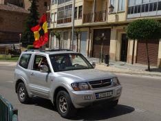 """Foto 4 - Decenas de vehículos, mucha bandera de España y algún grito de """"fachas"""" desde los balcones"""