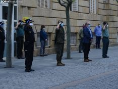 El minuto de silencio en la sede de la Subdelegación del Gobierno. /SN