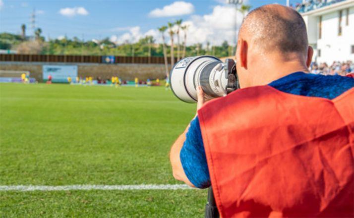 Foto 1 - APIS apoya la presencia de los fotógrafos en los entrenamientos de la Liga de fútbol