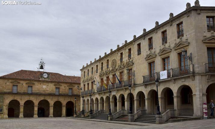 Una imagen del ayuntamiento con el palacio de la Audiencia a la izquierda. /SN