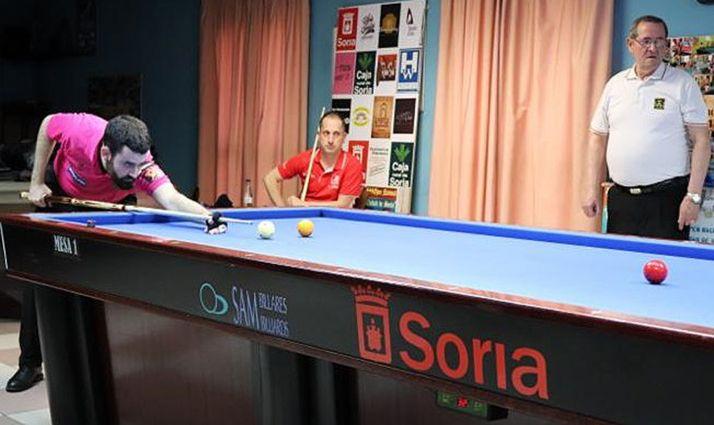 Antonio Montes (izda.), reciente semifinalista en Copa del Mundo, fue la visita estelar de la temporada a Soria. Cortés, en el centro. /CAM